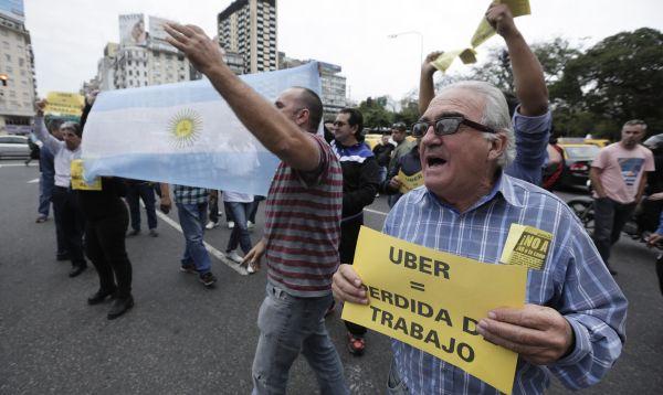 Uber comienza a operar en Buenos Aires en medio de protestas de taxistas - Noticias de competencia laboral
