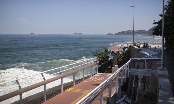 Mueren dos personas en derrumbe de ciclovía elevada en Río - Noticias de tim brasil
