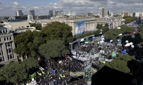 Argentina: Sindicatos desafían a Mauricio Macri por su plan económico - Noticias de crisis politica
