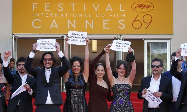 """Cineastas de Brasil protestaron en Cannes contra el """"golpe"""" de Temer - Noticias de coup"""