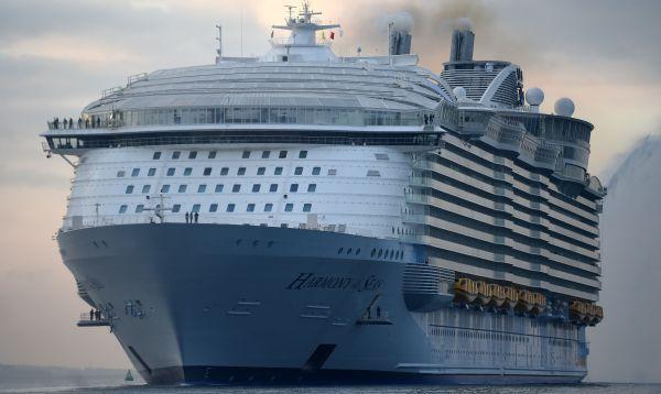 Barco crucero más grande del mundo llega a Inglaterra desde Francia - Noticias de ciudad flotante
