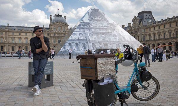 Artista logra desaparecer pirámide de Louvre en París - Noticias de napoleon
