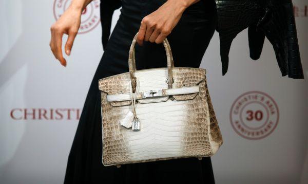 Pagan US$ 300,000 por un bolso de piel de cocodrilo e incrustado de diamantes - Noticias de jane birkin