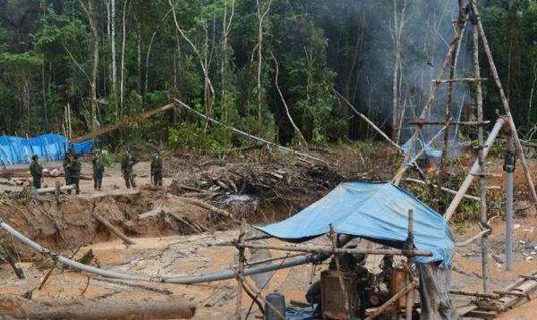 Destruyen balsas y campamentos mineros ilegales en reserva de Tambopata - Noticias de reserva