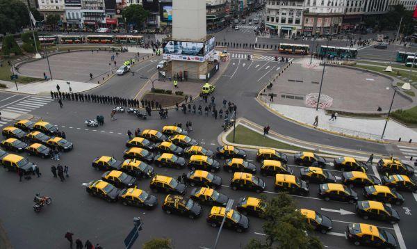 Argentina: taxistas paralizan Buenos Aires contra Uber - Noticias de sector privado