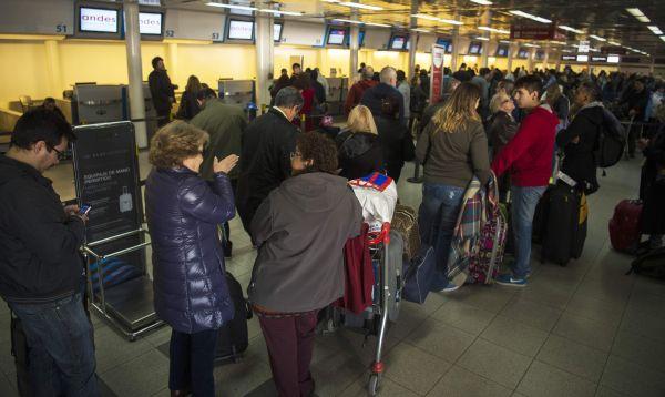 Demoras y cancelaciones por huelga de controladores en aeropuertos de Argentina - Noticias de huelga de trabajadores