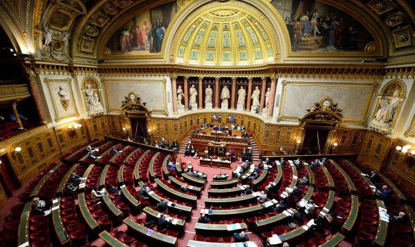 Senado francés comienza a debatir impugnada reforma laboral - Noticias de huelga