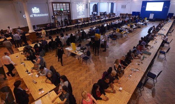 Casas de apuestas cambian drásticamente de rumbo en medio del conteo de votos y auguran que ganó el Brexit - Noticias de foto papeletas