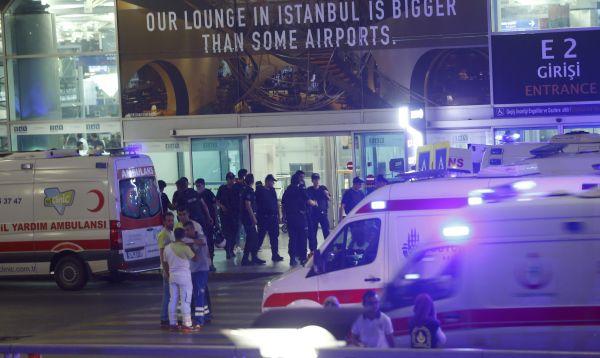 Explosiones golpean a aeropuerto de Estambul dejando diez muertos - Noticias de transporte