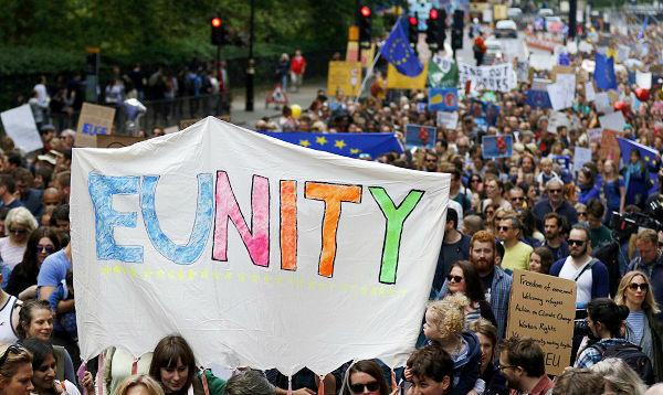 Miles de británicos marchan en Londres contra el Brexit - Noticias de brexit