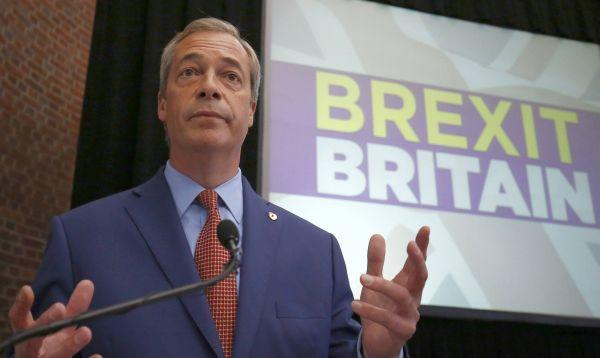 Líder de partido antieuropeo UKIP renuncia y deja otro agujero en política británica - Noticias de nigel davenport