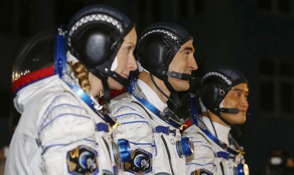 Tripulación internacional se prepara para despegar hacia la Estación Espacial Internacional - Noticias de rusia