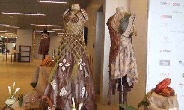Perú exhibe vestidos de 'chocolate' al inaugurar el Salón del Cacao - Noticias de empresarios