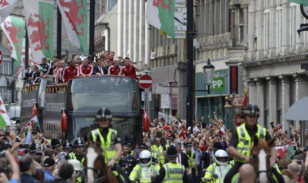Eurocopa 2016: Gales recibe como héroes a su selección tras llegar hasta semifinales - Noticias de gareth bale