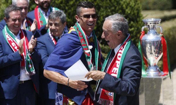 Ronaldo y presidente de Portugal celebran título de la Eurocopa ante una multitud - Noticias de cristiano ronaldo