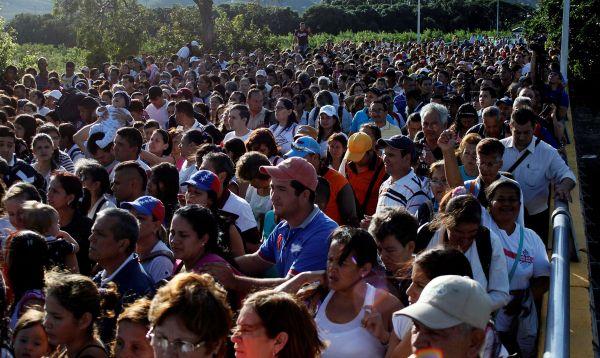 Venezolanos aprovechan apertura temporal de frontera con Colombia para comprar alimentos y medicinas - Noticias de santos maduro
