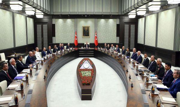 Presidente turco vuelve a Ankara en medio de purga contra miles de opositores - Noticias de steffen seibert
