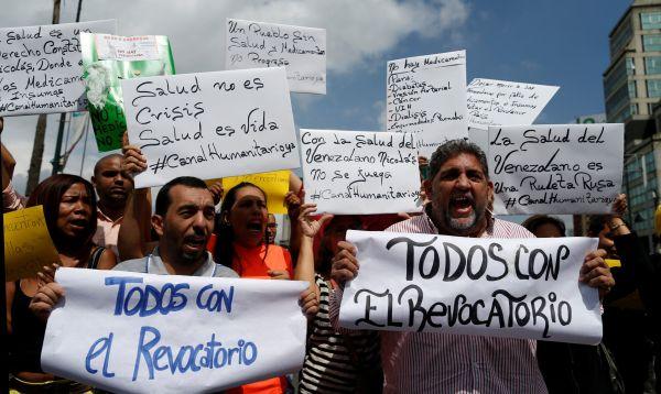 Venezolanos protestan por falta de medicamentos en los establecimientos de salud - Noticias de