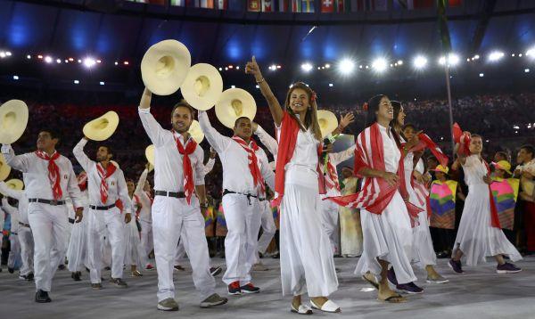 Delegación peruana para Juegos Olímpicos de Río 2016 desfila con sombreros de chalanes - Noticias de francisco boza