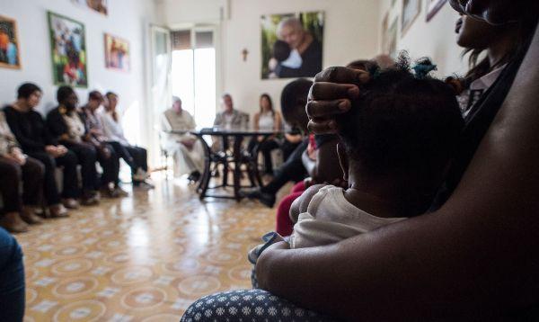 Papa Francisco visita por sorpresa una casa de acogida de exprostitutas - Noticias de vaticano