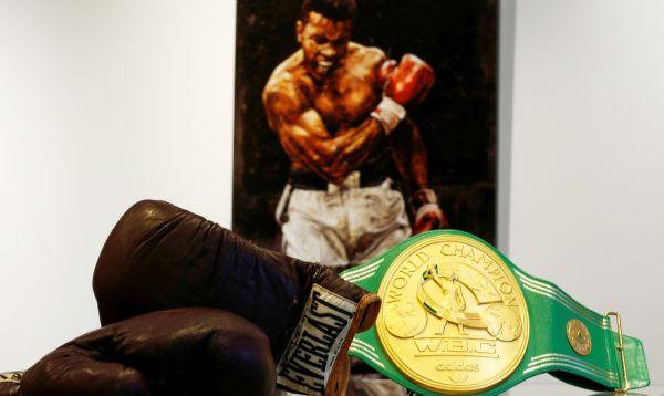 Muhammad Ali: subastan guantes y cinturón del campeón del box en Manhattan - Noticias de muhammad ali