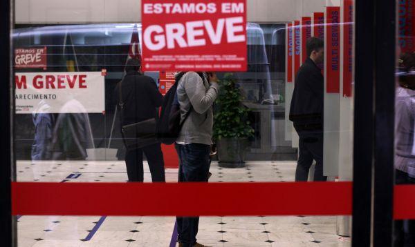 Trabajadores de bancos en Brasil en huelga por tiempo indeterminado - Noticias de huelga bancaria