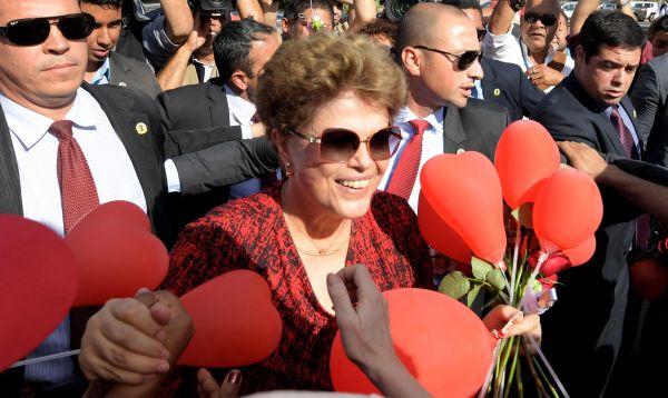 Dilma Rousseff deja por última vez la residencia presidencial - Noticias de viaje presidencial