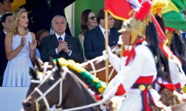 Abucheos y aplausos para Michel Temer en fiesta de Independencia de Brasil - Noticias de rolls royce