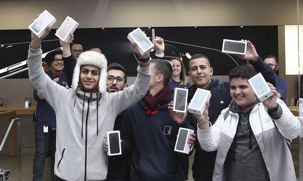 Joven de 17 años fue el primer cliente de Apple en comprar el iPhone 7 - Noticias de smartphones
