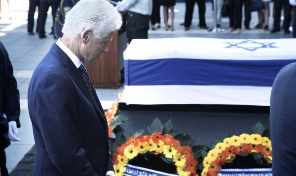 Bill Clinton rinde homenaje a Shimon Peres ante su féretro en Jerusalén - Noticias de bill clinton