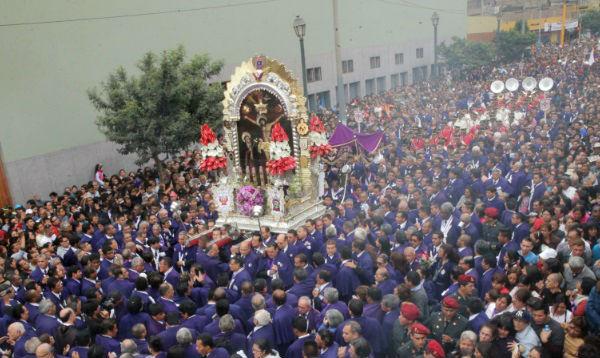 El primer recorrido procesional del Señor de los Milagros - Noticias de señor del los milagros