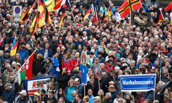 Angela Merkel es recibida en Dresde con silbidos y abucheos - Noticias de alemania