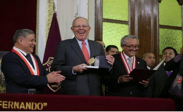 PPK participó en la ceremonia central por el Día de la Medicina Peruana - Noticias de universidad san pablo