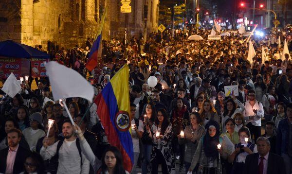 Decenas de miles marcharon a favor de la paz en Colombia - Noticias de juan manuel santos