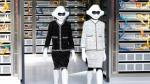 Robots de Chanel se roban el show en semana de la moda de París - Noticias de courtney love
