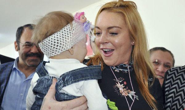 Actriz Lindsay Lohan visitó a refugiados sirios en Turquía - Noticias de lindsay lohan
