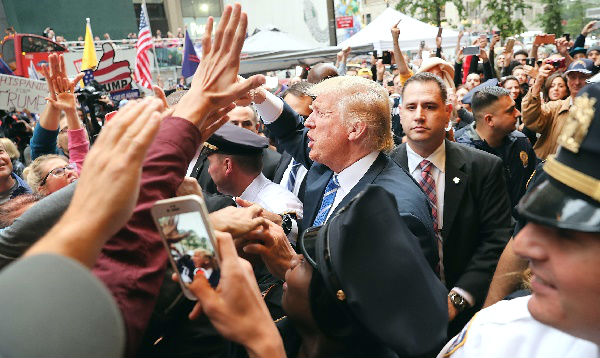 Trump rechaza dimitir por sus comentarios denigrantes sobre las mujeres - Noticias de crisis politica
