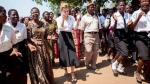 Emma Watson promueve comercio justo usando sandalias hechas en Perú - Noticias de harry potter