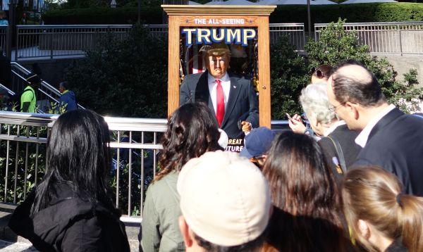 Misterioso Zoltar de Trump que adivina el futuro provoca a Nueva York - Noticias de tom hanks