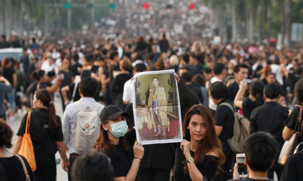 Miles acompañan funeral del rey Bhumibol de Tailandia, el monarca de reinado más largo del mundo - Noticias de desarrollo