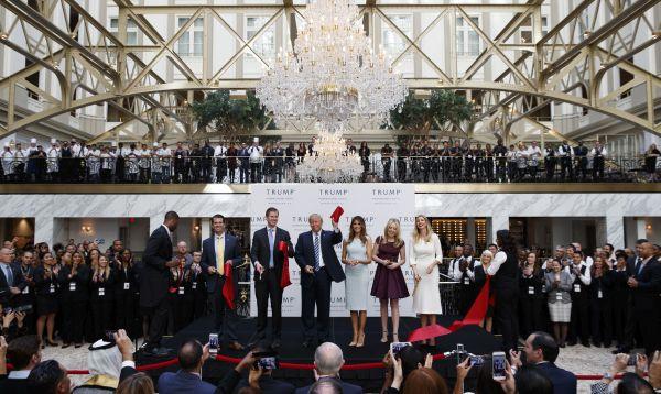 Trump hace una pausa en campaña para inaugurar hotel en Washington - Noticias de hillary clinton