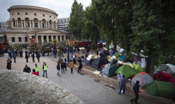 Se multiplican los campamentos informales de migrantes en las calles de París - Noticias de tiendas paris