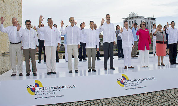 Mandatarios se toman la foto oficial en el último día de Cumbre Iberoamericana - Noticias de juan carlos chacón