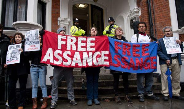 Julian Assange, fundador de WikiLeaks, es interrogado por denuncia de violación - Noticias de julian assange