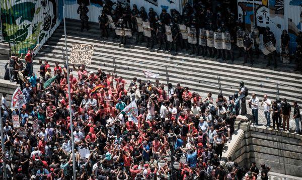 Miles de funcionarios de Rio de Janeiro protestan contra plan de austeridad - Noticias de rio alto