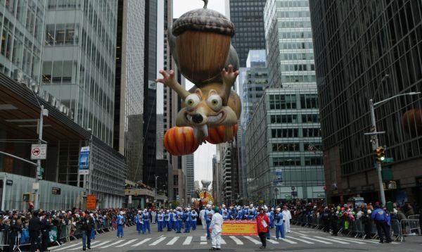 Miles asisten a desfile de Acción de Gracias en NY - Noticias de bob esponja