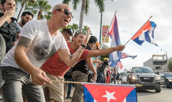 Cubanos en Miami celebran la muerte de Fidel Castro - Noticias de la havana