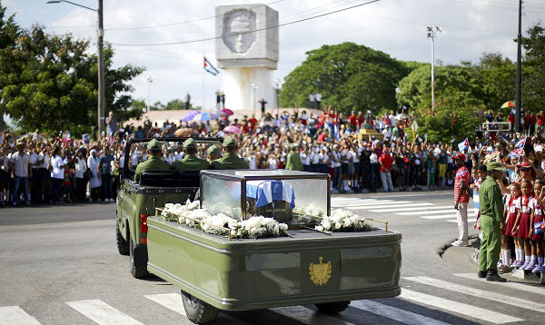 Restos de Fidel Castro llegan a su morada final tras simbólico recorrido por Cuba - Noticias de raul castro