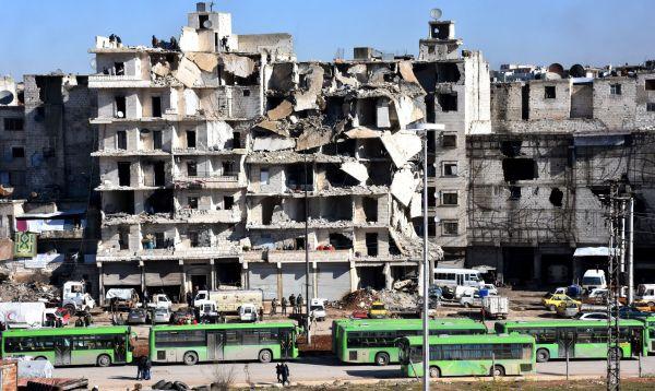 Más de un millar de personas evacuadas de Alepo - Noticias de medias rojas