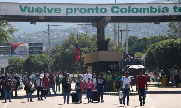 Miles de venezolanos cruzan a Colombia tras apertura de pasos peatonales - Noticias de christian sanchez